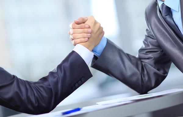 Uma empresa precisa ter definida sua estratégia de competição, ou seja, precisa analisar suas 5 forças competitivas.